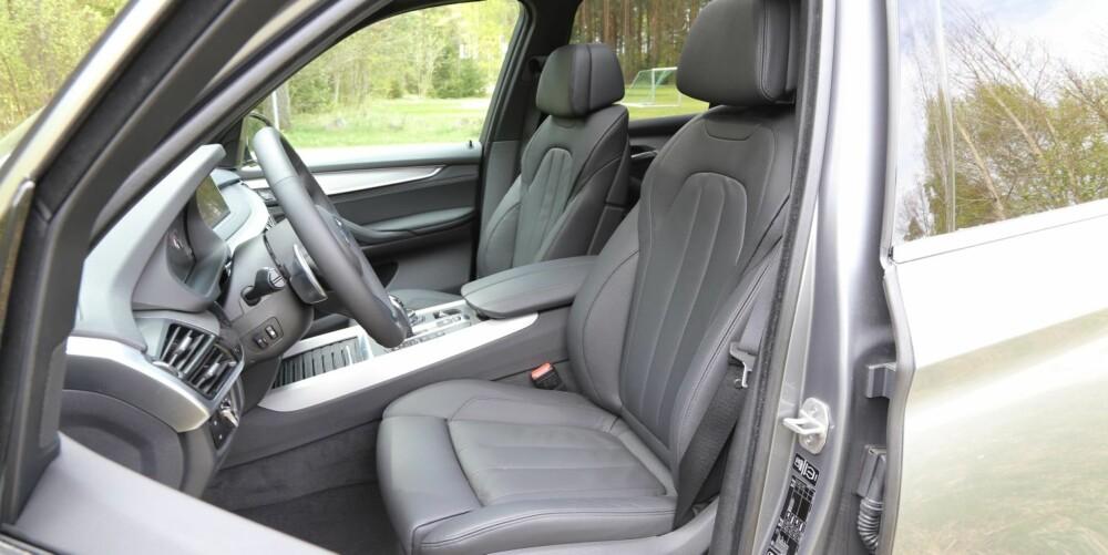 SPORT OG KOMFORT: Normalt sett finner du sportsseter i kombinasjon med M utstyrspakker. Men i BMW X5 følger det med komfortseter, et godt valg etter vår oppfatning.
