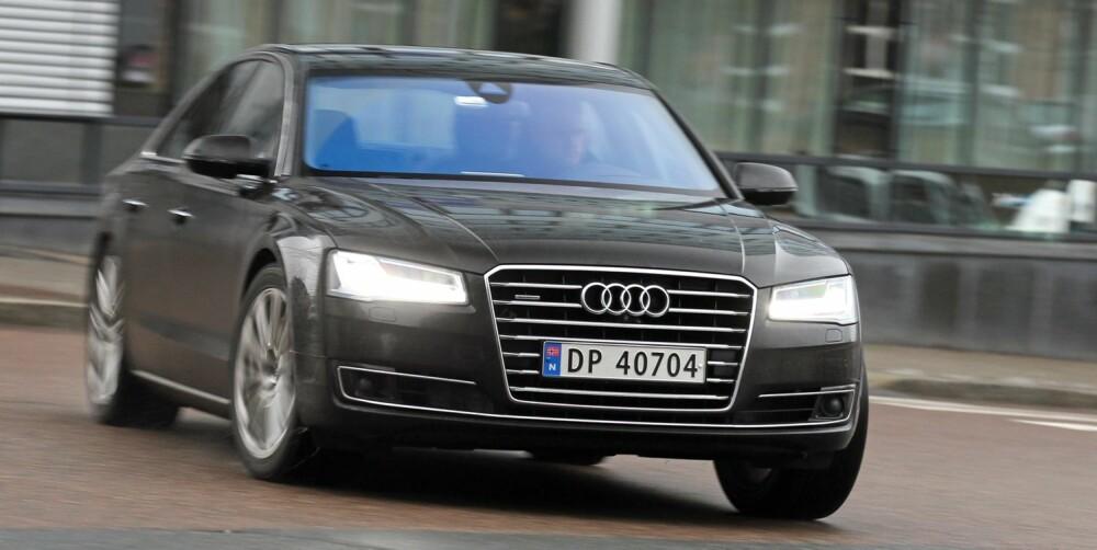 ALFAHANN: I Audi A8 glemmer du aldri at du har enorme krefter til rådighet.