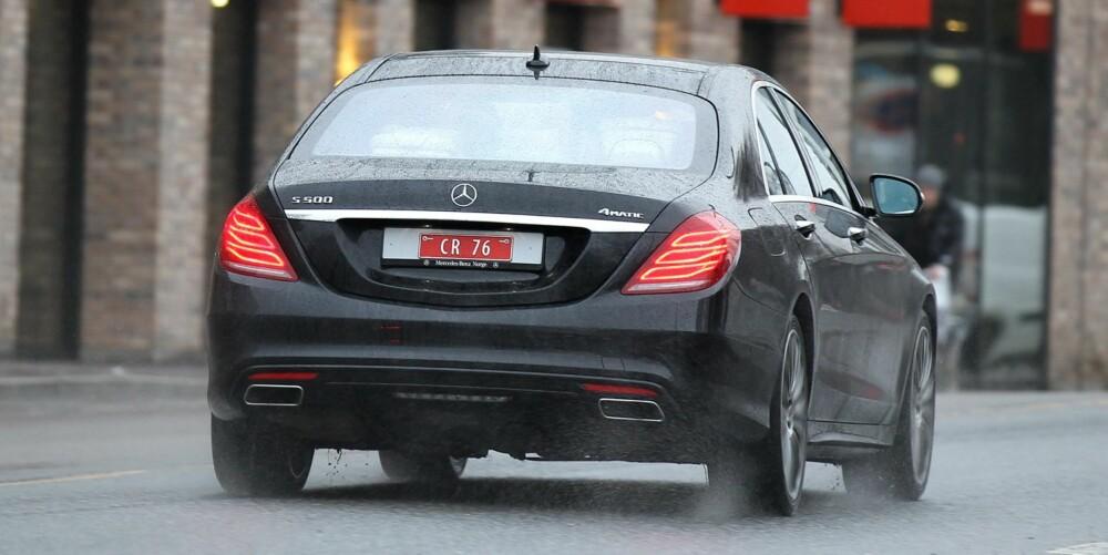 LUKSUSBIL: Mercedes S-klasse er en førsteklasses luksusbil.