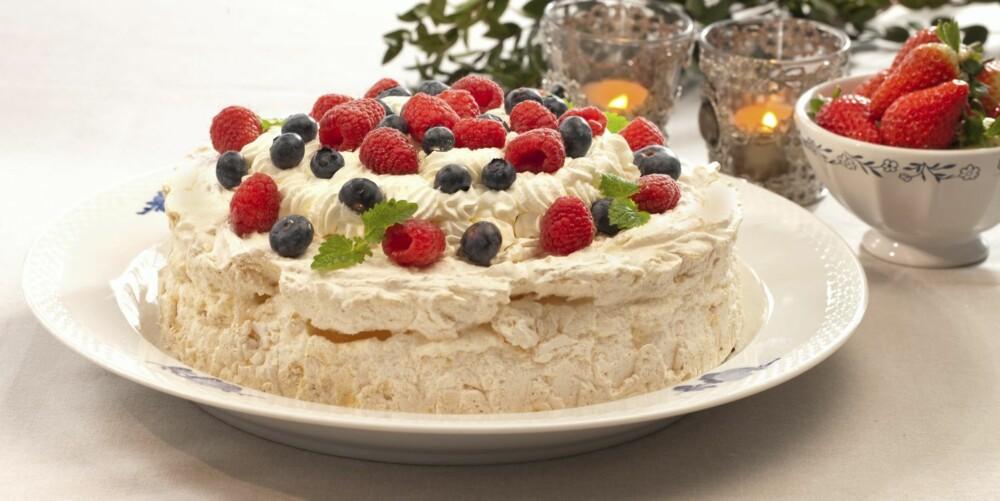 KLASSIKER: Pavlova er en klassiker uten gluten, og kan fylles med mange ulike typer frukt og bær.