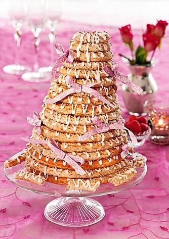 KAN FRYSES: Kransekake hører med på mange kakebord, og kan med fordel fryses.