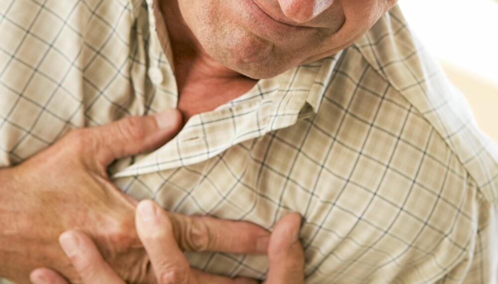 HJERTEINFARKT ELLER SMERTER I BRYSTET: 70 prosent av dem som får hjerteinfarkt, har sterke brystsmerter som varer i minst 20 minutter.