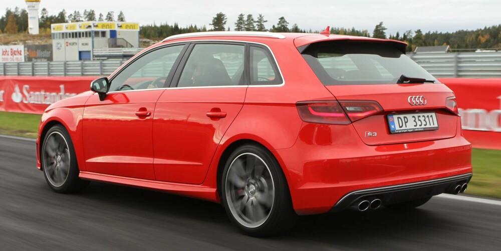 MODERAT STYLING: Fire potter bak og et lite S3-merke gir de som kjører bak beskjed om at de ikke trenger å kjøre forbi. Ellers har Audi holdt stylingen på et moderat nivå. FOTO: Petter Handeland