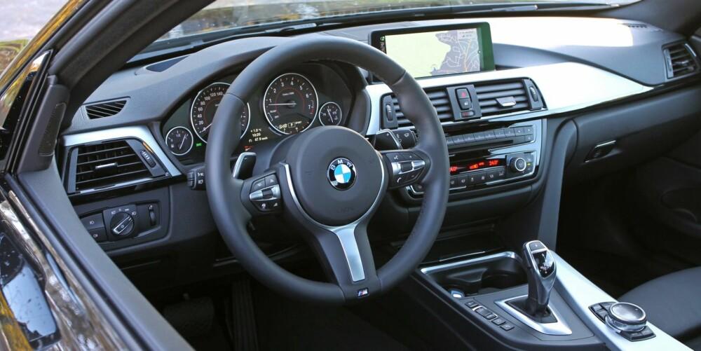 PUR LUKSUS: BMW 435i framstår som mest polert og elegant innvendig. Instrumenteringen er velkjent for alle som har kjørt en nyere BMW, moderne og gjennomtenkt. FOTO: Petter Handeland