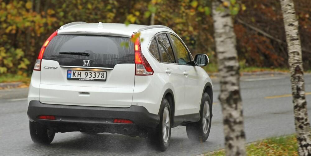 PÅ DET JEVNE: Honda CR-V byr ikke på mye kjøreglede, men oppfører seg trygt og forutsigbart.
