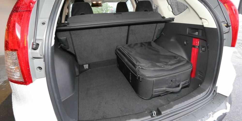 SUV-PLASS: Bagasjerommet har typisk SUV-utforming, men lengden er bedre enn det vi har vært vant med i folke-SUV-er.