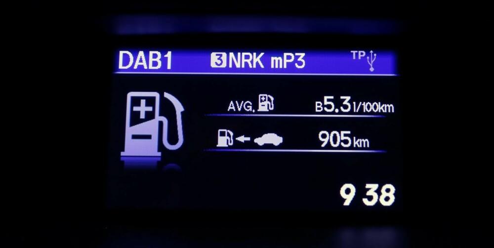 HYGGELIG LESING: Kjørecomputeren er ikke overdrevent optimistisk, og viser deg som oftest forbruk på 0,4- og 0,5-tallet.