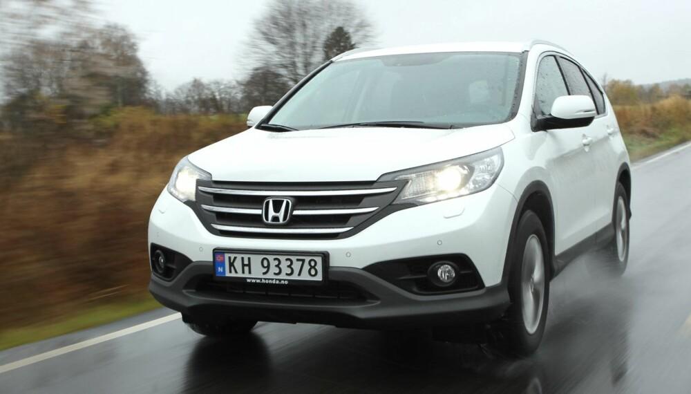 STOR BIL, LITEN MOTOR: En sterk 1,6-liters diesel har likevel ingen problemer med å flytte Honda CR-V i akseptabelt tempo.