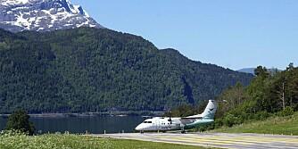 NORSK FLYPLASS: Jon Granheim, lufthavnsjef Sandane Lufthamn Anda, tar sterk avstand fra kåriingen over verdens skumleste flyplasser som i 2009 plasserte den norske flyplassen på sin liste, og sier at den er helt trygg for de reisende.