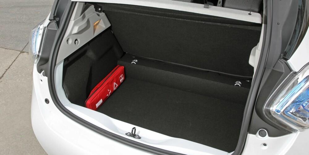 HOLDER GODT: Bagasjerommet er dypt og rommer betydelig mer enn for eksempel VW E-Up. FOTO: Petter Handeland