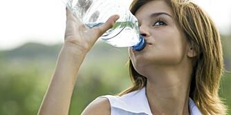 VANN: Drikk rikelig, lyder et av de forebyggende rådene mot blærekatarr.