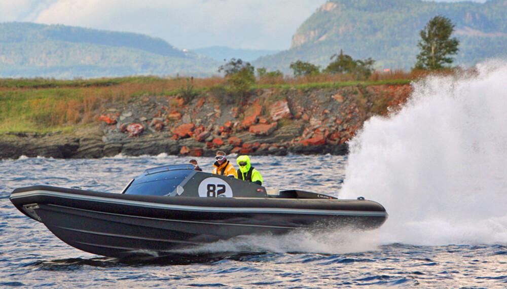PÅ JAKT: Goldfish 36 P1 Supersport brukes av forsvaret på jakt etter sjørøvere i Adenbukta Selv jaget vi  bare godfølelsen på vår testtur i Oslofjorden