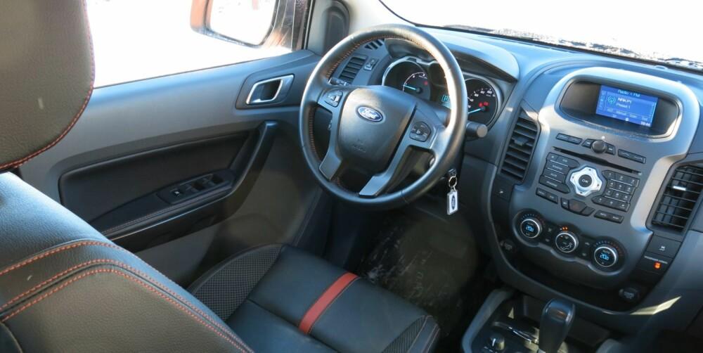 FORD-LOOK: Førermiljøet er typisk Ford.