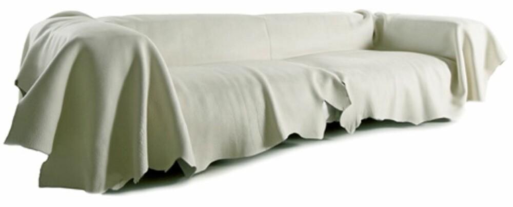 FRA MOSS: Francesco Binfaré har designet en sofa utenom det vanlige. Materialene er Gellyfoam®, polyurethan og kapok (naturlige plantefibre). Hele sofaen er dekket med et spesielt tynt og mykt skinn i fargen off-white. Navnet «Gran Khan» henspeiler på de mongolske herskerne, som gjerne ble kalt «Khagan». Sofaen må spesialbestilles fra Moss og koster 19.770 dollar - frakt ikke inkludert.