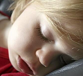 SOVEMEDISIN: Det er delte meninger blant foreldre om det er greit, eller ikke greit å gi sovemedisin til barn som ikke vil sove. Ekspertene sier klart nei.