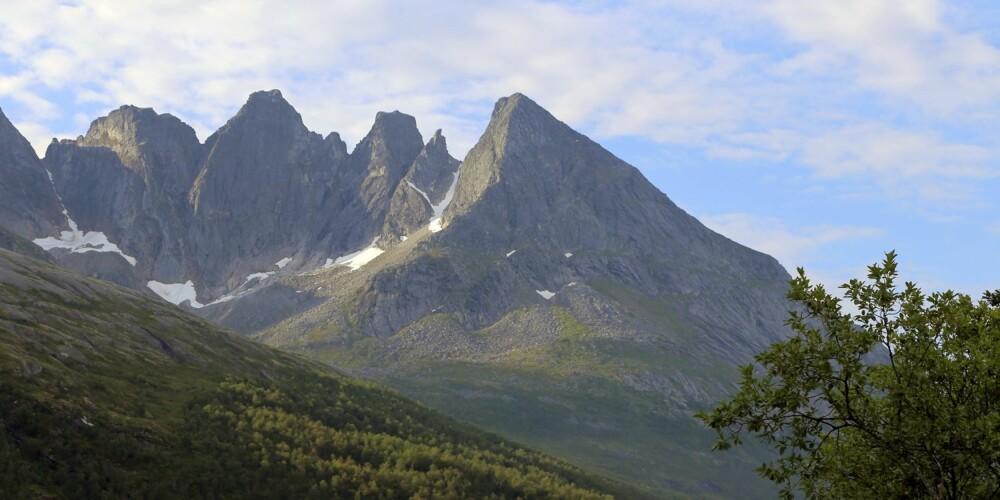 FLOTT NATUR: Småtindan sør for Saltstraumen er et av mange flotte fjellpartier langs Kystriksveien.