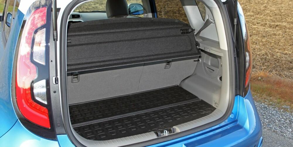 ANKEPUNKT: Soul Electric har mange gode egenskaper, men bagasjerommet er i minste laget. Under bagsjeromsgulvet finnes to rom til ladekabler eller andre småting.