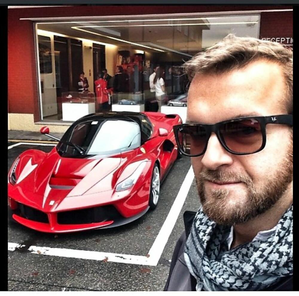 SELFIE: Ferrari LaFerrari og Tom Ford.