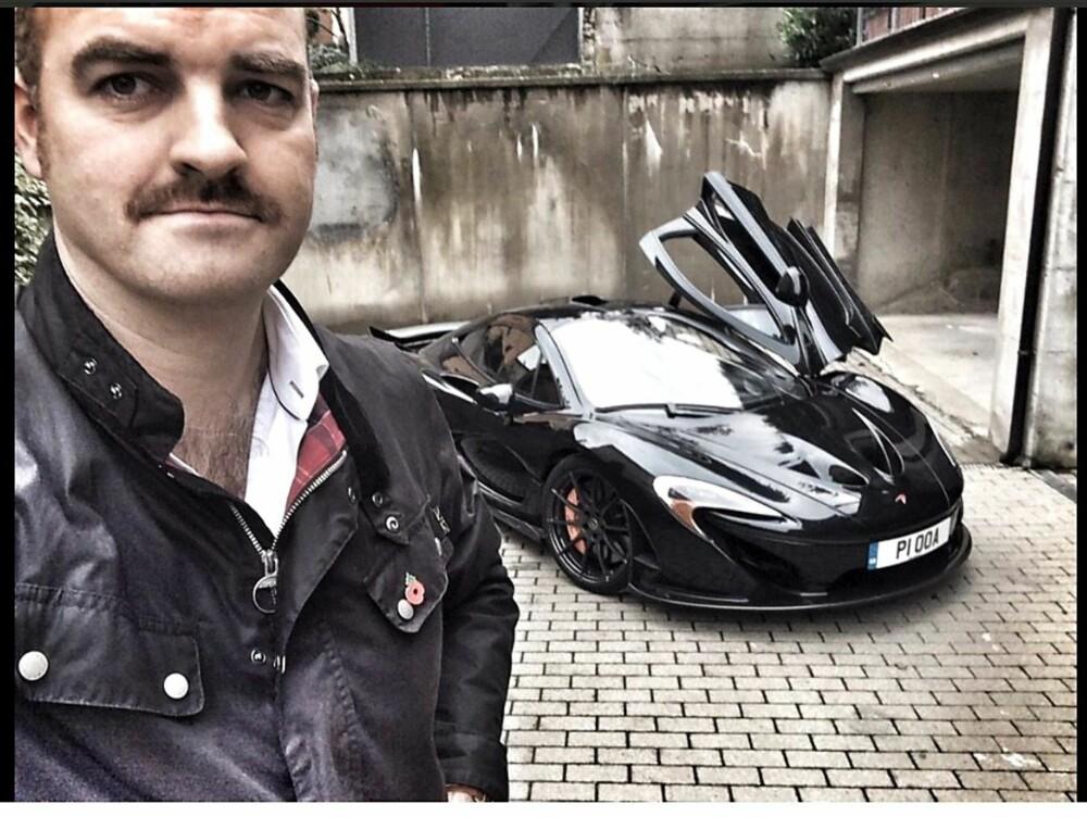 SELFIE: McLaren P1 og Charlie Turner.