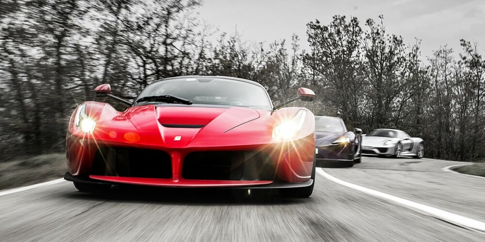 LEDER AN: Årets definitive oppgjør mellom superbiler: Ferrari LaFerrari, McLaren P1 og Porsche 918 Spyder.