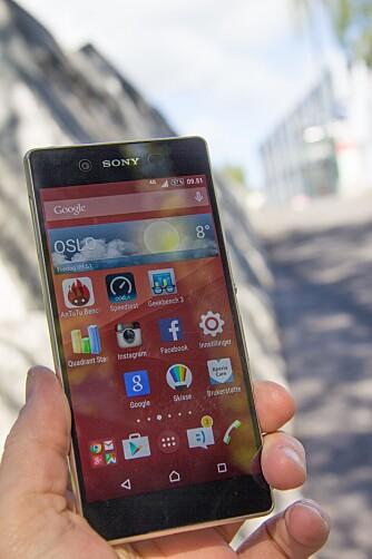 GOD I DAGSLYS: Skjermen på Sony Xperia Z3+ er god også i dagslys.