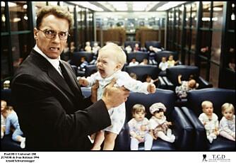 JUNIOR: Ok, det er ingen storfilm, dette. Men Arnold som gravid er et så guffent syn at man bare må fortsette å se.