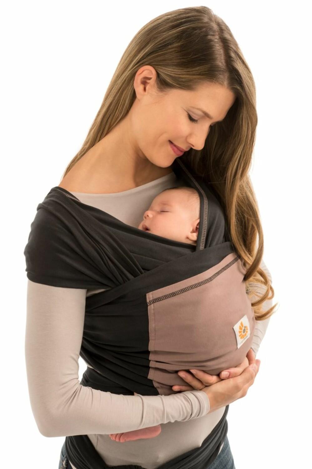 ERGOBABY: Et svært elastisk bæresjal, med en praktisk lomme foran.