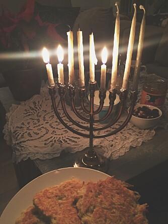 MENORAH: - Det viste seg at til tross for at jeg nesten alltid går med Davidstjerne og har den jødiske lysestaken menorah stående midt i stua, visste ikke kompisen min at jeg var jøde