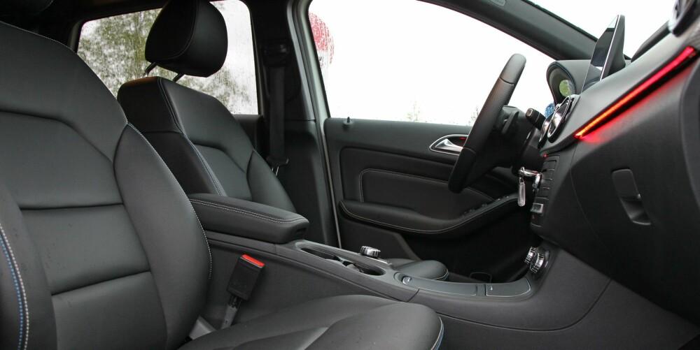 GOD SIKT: Høy sittestilling gir god sikt og gjør det enkelt å gå inn eller ut av bilen. Setene er gode, men vi føler at vi sitter mer rett opp og ned enn for eksempel i VW e-Golf.