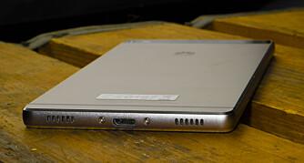 METALLKROPP: Huawei Ascend P8 har en kropp av metall, noe som gir den en solid og eksklusiv følelse.