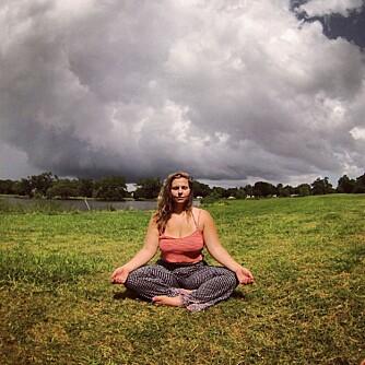 ELSK DEG SELV: Dana mener yoga hjelper deg å se forbi kun kroppen din, slik at du kan elske den for det den er.
