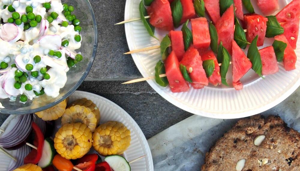 PERFEKT AVSLUTNING: Vannmelon er en av sommerens store gleder, og med fetaostkrem og basilikum blir den litt mer spennende.