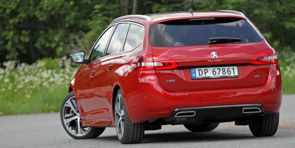 PASSE SPORTSLIG: Doble eksosrør, sideskjørt, 18-toms felger og GT-emblemer; Peugeot har gitt 308 GT et akkurat passe sportslig eksteriør.