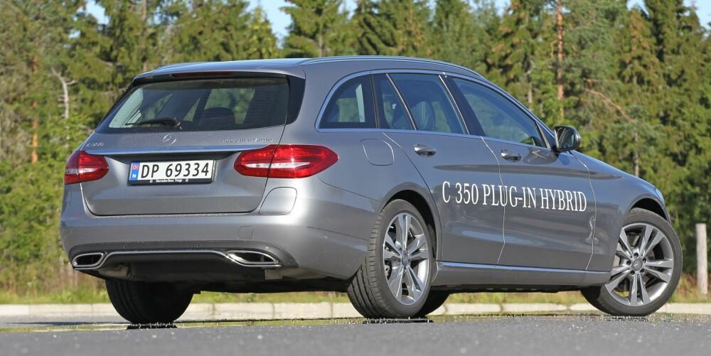 KRAFTVERK: Mercedes C350e går som en kule. Totaleffekten i hybridsystemet er 279 hestekrefter og 600 Newtonmeter, og i måler 0-100 km/t på 5,9 sekunder.