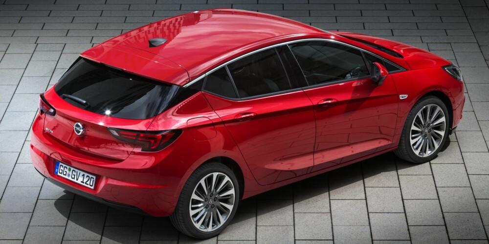 FREKKERE HEKK: Også hekken er kvassere enn på bilen den nye Astra tar over for. FOTO: Opel