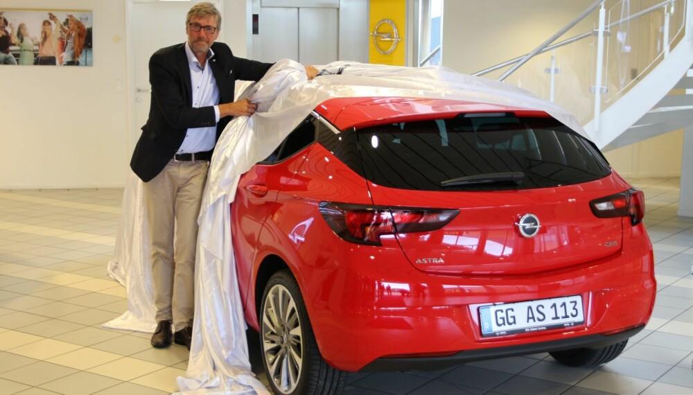 OPTIMIST: Bernt Jessen, Opel-sjef i Norge, venter seg mye av den nye Astraen. - Jeg kan ikke se noen grunn til at den ikke skal selge like godt som Ford Focus, sier han. FOTO: Øyvind Jakobsen