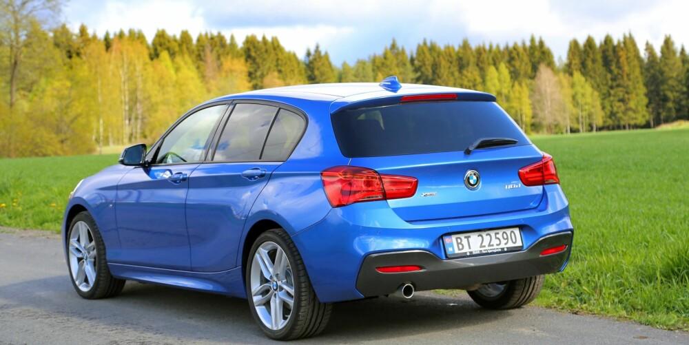 NYE BAKLYS: Et annet sikkert kjennetegn på faceliftversjonen av BMW 1-serie er de brede baklysene.