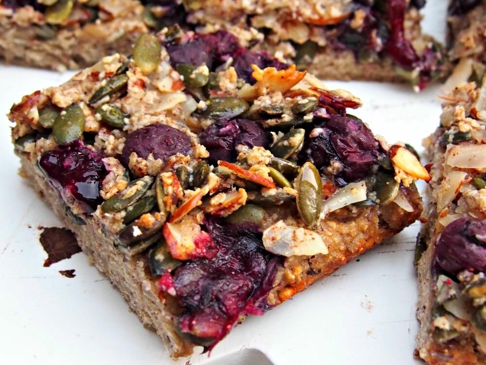 SAFTIG: Disse deilige frokostbarene er et smakfullt alternativ til brødskiva og perfekt for deg som har dårlig tid!