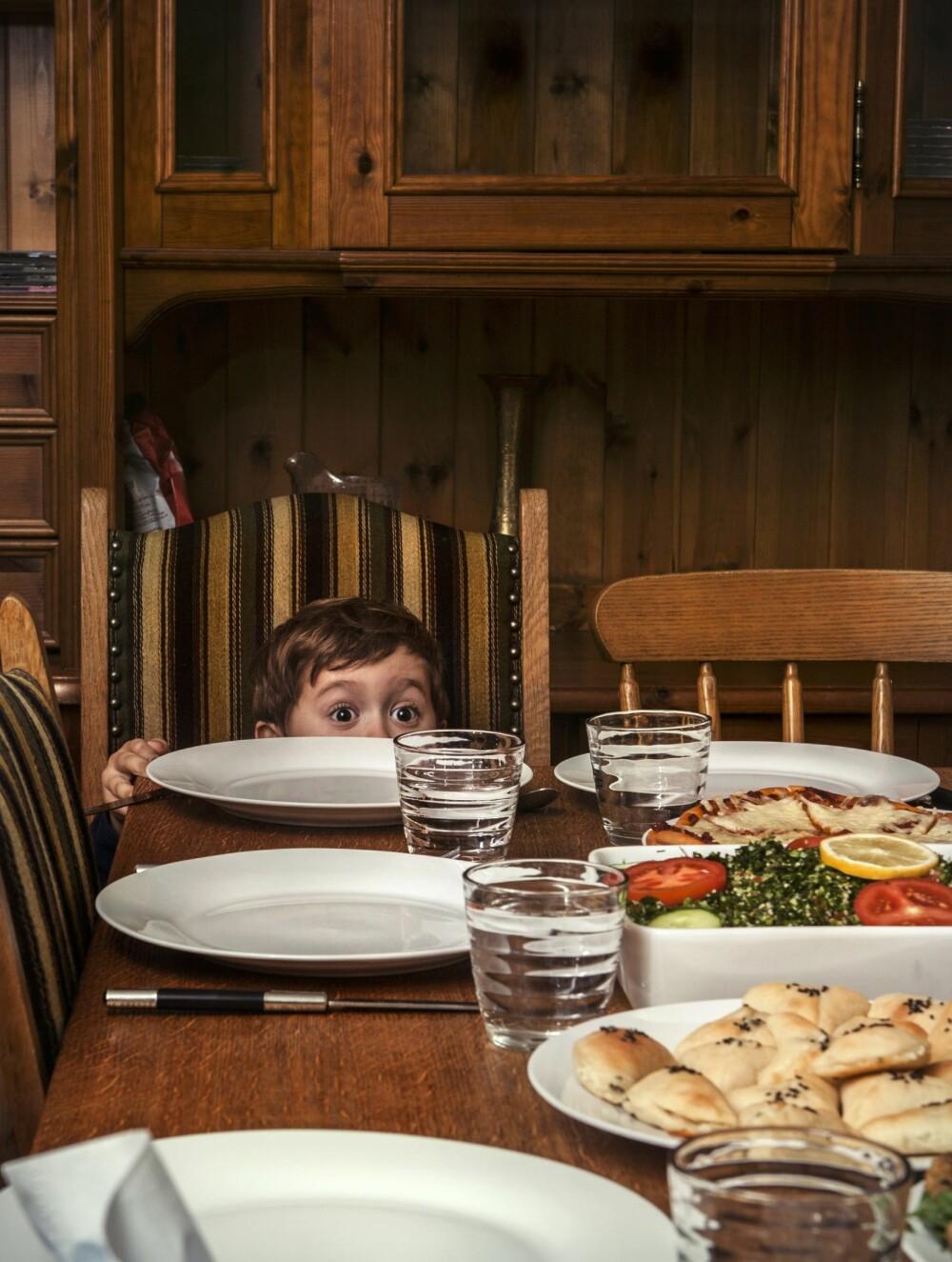 MINSTEMANN: Taim klarer nesten ikke vente på at resten av familien skal sette seg ved middagsbordet.