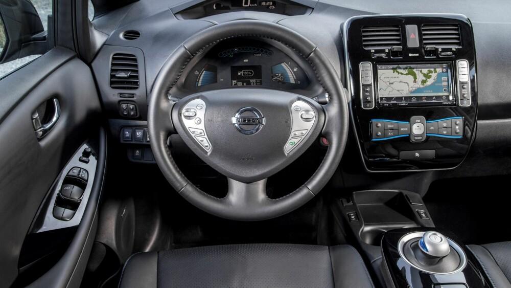MER UTSTYR: Alle Acenta og Tekna 2016-modeller av Nissan Leaf er utstyrt med den nyeste versjonen av NissanConnect-systemet. Det nye systemet har en kapasitiv 7-tommers berøringsskjerm der du kan zoome inn og ut av kart og sveipe mellom menyene på skjermen. FOTO: Nissan