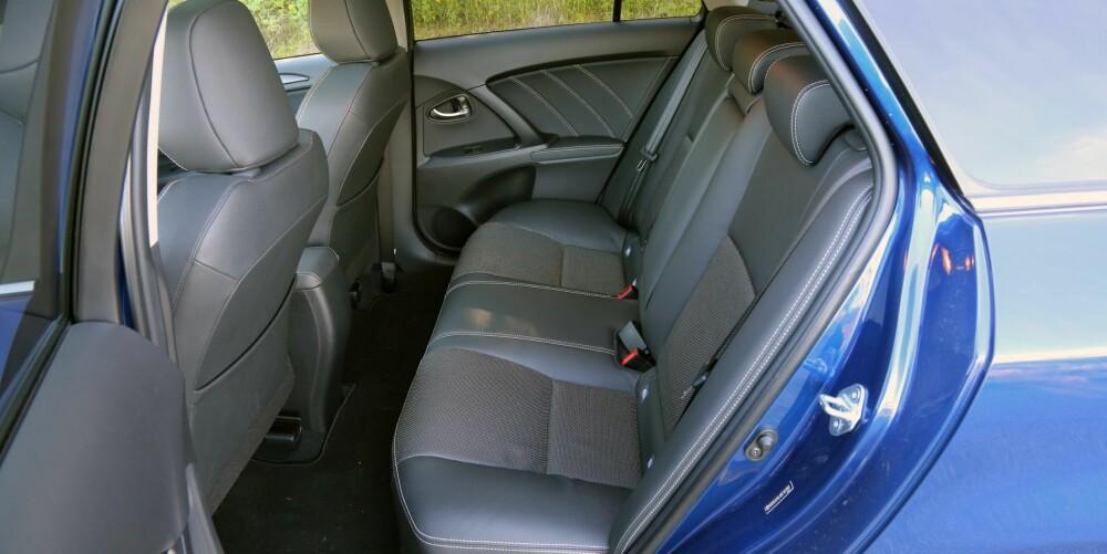 NORMALT: Plassforholdene i kupeen er på et gjennomsnittlig nivå for bilklassen.