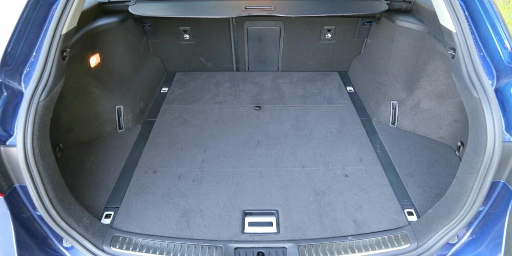 LAVT: En stor del av bagasjerommet er ekstra bredt, men høyden er ingenting å skryte av.