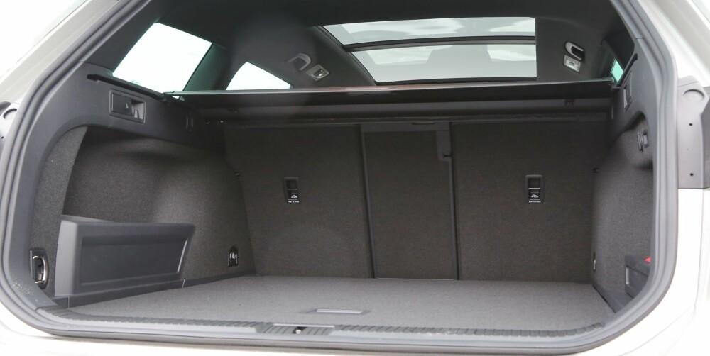 LIKT: Alt i alt stjeler hybridsystemet i VW Passat GTE kun en del av rommet som finnes under selve bagasjeromsgulvet i andre Passater. Hovedrommet har de samme dimensjonene.
