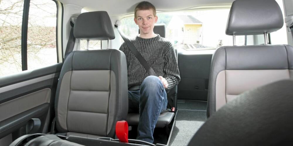 TRANGT: De bakerste setene passer best for barn, men til nøds får selv en lang mann plass.