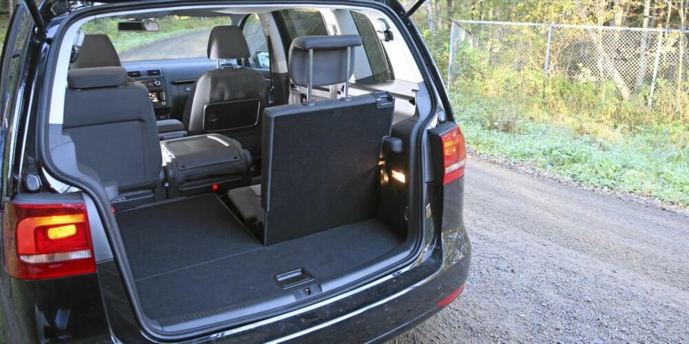 NOK: Som femseter har VW Touran massevis av bagasjeplass, som sjuseter trenger du nok tilhenger om du skal på langtur.