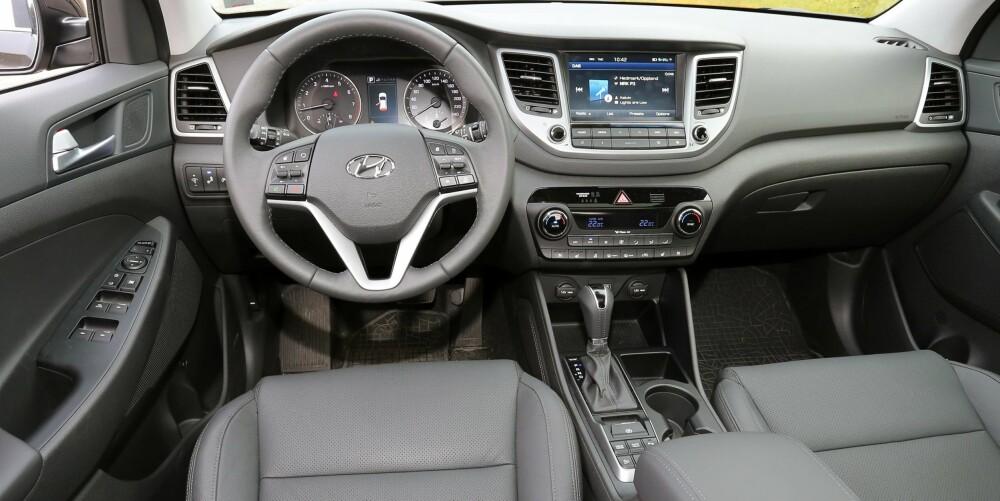 KJENT STIL: Hyundai Tucson legger ikke skjul på sitt asiatiske opphav i interiørdesignen. Det fungerer vel så bra som mye annet i SUV-klassen.
