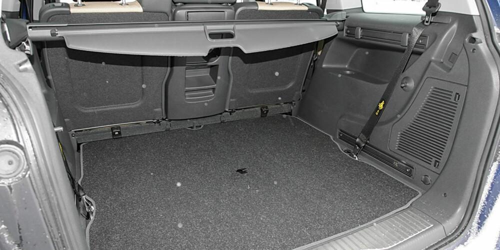 STORT: Opel Zafira har veldig god bagasjeplass som fem-seter.