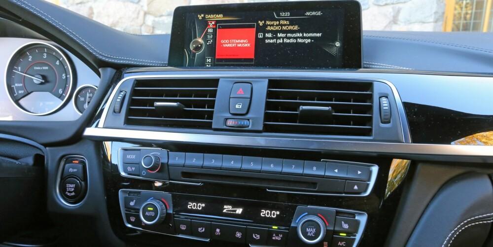 SKJERM: Også i BMW 3-serie reduserer en skjermbasert betjening det som elles ville vært en skog av knapper. Den styres ved hjelp av et hjul og knapper i midtkonsollen.