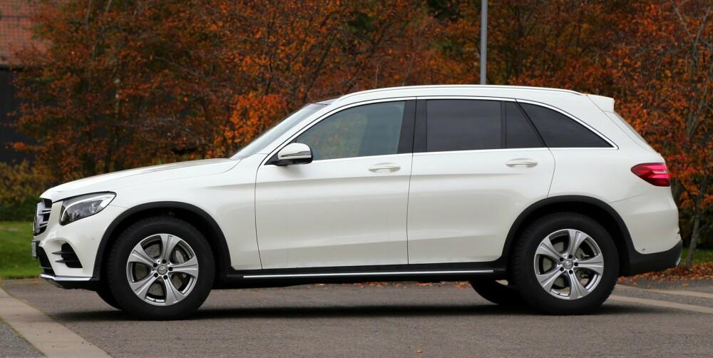 LUFT-LØFT: Mercedes GLC er eneste SUV i denne størrelsesklassen som kan fås med luftfjæring. Med den kan du endre bakkeklaringen fra 18 til 23 cm. Luftfjæringen gir også duvende deilig komfort.