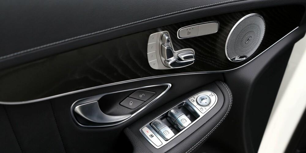 GLITRENDE: Stereoanlegget fra Burmester er i toppklasse. Mercedes holder på at seteregulering gjøres best med skulturtaster i døra.